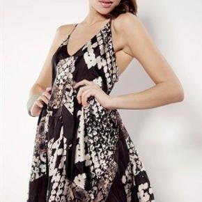Super smuk acne kjole i fin stand Snake