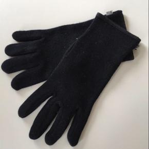 Befinder sig i Tønder  Str small Fine handsker i uld/akryl