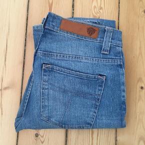 """Varetype: Jeans Størrelse: 29/34"""" Farve: Blå Prisen angivet er inklusiv forsendelse.  Lækre og fede jeans. Kan bare ikke passe dem længere.   Bytter ikke.   Sender med dao."""
