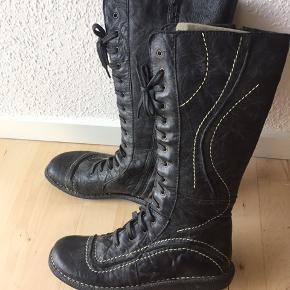 Vidoretta støvler med snørre og lynlås  Som nye Sælges for min mor, røglugt kan forekomme
