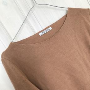 Oversize bluse fra ZARA, brugt men i fin stand, str. M. Nypris 350kr Sender på købers regning og bytter ikke 🌸