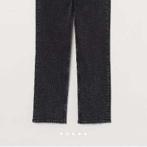 Sorte/grå denim jeans H&M Str. 34 10-12 år. frønser i bunden.