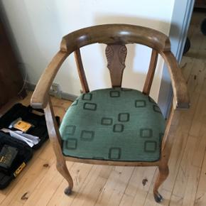 Gammel stol med patina  Kan afhentes i Vojens  Byd gerne