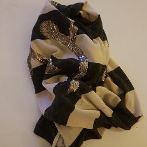 Rigtig fint uld tørklæde fra Gustav.
