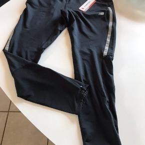 Skønne træning bukser skønne til gå og løbe ture de er nye og aldrig brugt kun prøvet de er så lækker  Og behagelige at have på😊😊😊