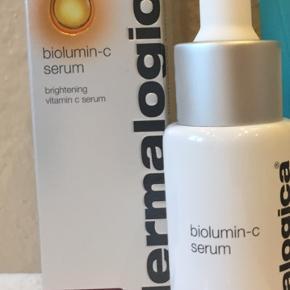 Billigt billigt billigt Den prisvindende biolumin c serum fra Dermalogica. Super billigt tilbud. Nypris 745,- brugt to gange og sælges til første bud på 350kr. Sendt forsikret med DAO 😊