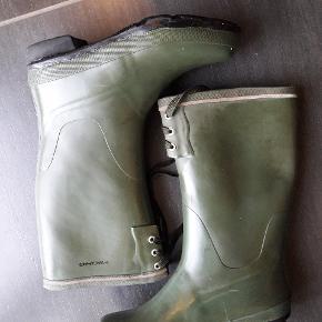 Gode og velholdte gummistøvlee fra ikke rygerhjem. Modellen hedder full claff og fås i Eventyrsport for 450 kr fra nye.
