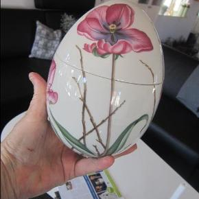 Varetype: påskeæg  Jubilæumsæg Størrelse: stor 17 cm Farve: tulipan  HELT NYT ÆG ALDRIG BRUGT LIGGET I KASSEN JUBILÆUMSÆG BUD FRA 1295 ved TS betaler køber gebyret