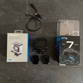 GoPro Hero 7 Black.  Testet 1 gang, aldrig brugt.  Alt originalt.  Medfølger:  2 mounts Super Suit (60 m dybde) Kabel SD-kort