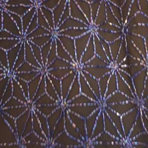 Vintage bluse med perler på forsiden.