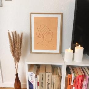 Håndtegnet plakat på tykt papir. En tand større end A4, nemlig 24x34 cm. Sælges uden ramme. Skal afhentes i Århus N