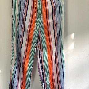 Flot lange bukser i super lækker blød kvalitet: 100 % polyester Købt for stor