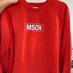 Jeg sælger denne fine Moss Copenhagen sweatshirt i medium. Den er blevet brugt et par gange og er kun blevet vasket en enkelt gang. Derudover er den i super fin strand og har ingen brugsmærker🌸 Nypris var 350 kr.  BYD endelig💛
