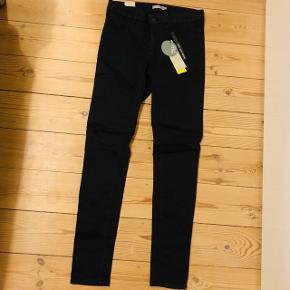 Helt nye sorte Vrs basic jeans str. 38!