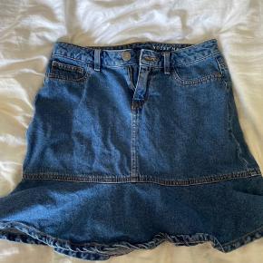 Noisy May denim nederdel i fin stand💙   OBS: Fragten er ikke inkluderet i prisen🪐Altid velkommen til at byde