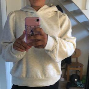 Helt ny hoodie aldrig brugt, fået i gave.  Forkert størrelse🙌🏼😄