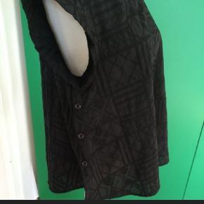 Smuk bluse fra Six Ames. Kun prøvet på. Str. 36. Sælger en magen til i hvid, se anden annonce 🙋♀️