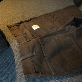 ☢️STREETWEAR STEAL☢️  STR 29 / 32  Helt nye Carhartt work pants!  Virkelig lækker kvalitet, jeg sælger bukserne grundet de er for store til mig