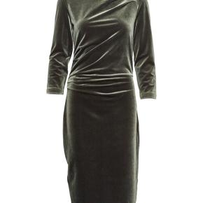 Smuk grøn velour kjole. Kun brugt en enkelt gang.  #30dayssellout