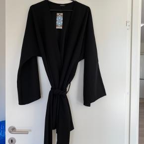 Kimono fra boohoo i str S men stor i størrelsen. Helt ny
