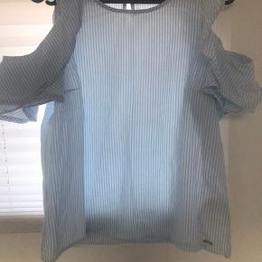 Ny pris: 500 kr Byd Blusen er egentlig en str s, men er lille i størrelsen. Passes derfor også af en voksen, xs