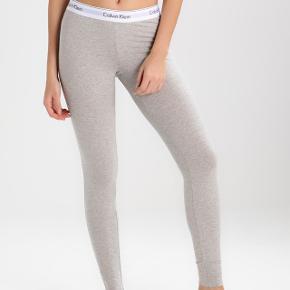 Sælger hvis rette bud kommer! Grå Calvin Klein natbukser. Str small Np 400kr Mp 270kr eller byd 🌸🌸🌸🌸🌸🌸🌸🌸