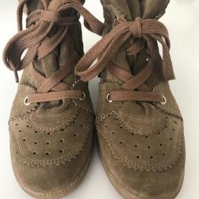 Varetype: Andet Farve: Grøn Prisen angivet er inklusiv forsendelse.  Brand new Isabel Marant Bobby suede wedge sneakers, size 40.
