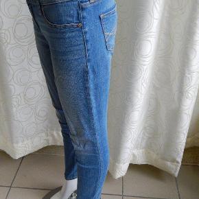 """Abercrombie: Jeans livvidde 26"""" inseam 29"""" model Erin, OOR, slim jegging stil, brugt få gange, pæn stand"""