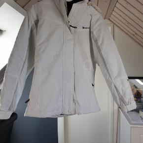 Skisæt  Hvid jakke med grå bukser