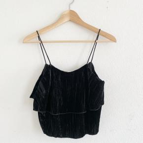Zara velour top in black. Used once.  ** Pickup is possible in 1357 - København K **
