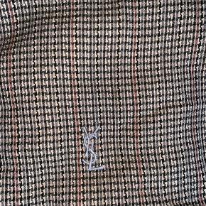 Brugt YSL jakke til salg.  Har ingen tegn på brug. Str. 100/M Tager imod bud