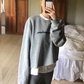 Sweatshirt fra champion cropped Det er en str XL men jeg er en small, og passer den oversized