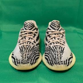 Yeezy Zebra.  Kan ses de er blevet brugt på bunden. Fejler intet. Ingen huller eller lignende defekter.