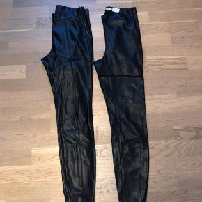 Sælger to læder bukser: Et par fra Zara i str. M fejler intet mp 60 Et par fra gina tricot i str. M mp 35