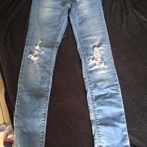Fede Levis jeans str. 12 - men synes de er lidt små i str. - derfor har jeg sat dem til 140-146.