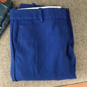 Blå bukser fra H&M, brugt max 5 gange Skriv for mere info eller flere billeder❣️