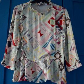 Smuk pastelfarvet bluse (mint, lyseblå, lyserød, gul, rød m.m). 100% viscose. Kun brugt et par gange