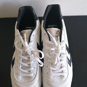 """Helt nye fodboldstøvler fra Hummel! Lidt en """"old school"""" style og super fede BYD gerne☀️"""