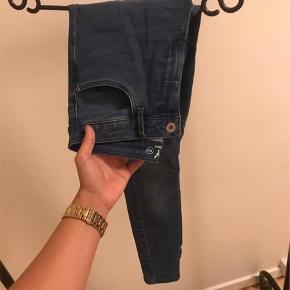 Fede jeans. De er kun brugt 1 gang. Kom med et bud?