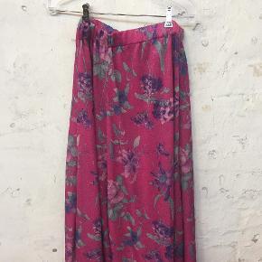 Vintage nederdel fra Paris med let glitter effekt. Str. M/L. Brugt få gange.