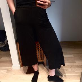 Dejligt bløde trekvart lange bukser.  Knælang bløde trekvart ankellange monki