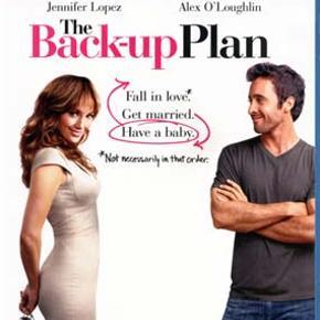 2644 - Back-up Plan, The (Blu-ray)  Dansk Tekst - I FOLIE   The Back-up Plan  Zoe (Jennifer Lopez) beslutter sig for, at nu har hun ventet længe nok på den rettet. Zoe er nemlig meget fokuseret på at få et barn, og hun lægger en plan, der indebærer at kaste sig alene ud i familieplanlægningen på en fertilitetsklinik. Skæbnen vil, at hun netop den samme dag møder Stan (Alex O'Loughlin), der som den første i årevis udviser potentiale, hvilket afstedkommer en nærmest uendelig række af forviklinger og erkendelser af, at livet nu en gang ikke er for nybegyndere.  Tekst fra pressemateriale