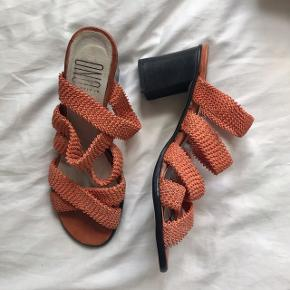 Vintage/genbrug elastik strappy heels i fersken 🍑 brugt med kærlighed, men ingen huller eller skader.