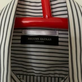 næsten aldrig brugt. fed bruuns bazaar skjorte.