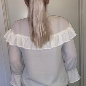 Flot skjorte med flæsedetaljer🤍