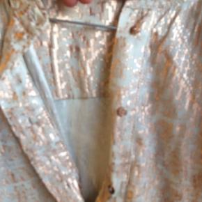 Super sød skjorte Spørg endelig ind🌸 Køber betaler fragt
