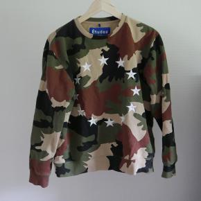 pisse lækker Etudes sweatshirt, som kun er prøvet på, størrelse medium. Der kan godt snakkes om prisen