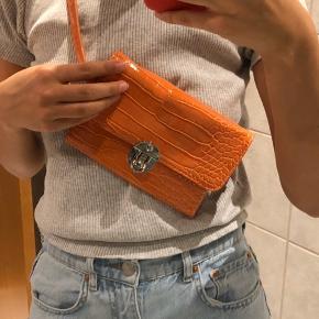 Sælger den fede bæltetaske fra Hvisk. Aldrig brugt, byd. Sælges billigt