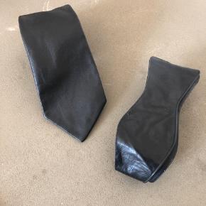 Sender ikke.  Læder slips og imiteret læder selvbinder Butterfly.  Nypris Slips 500,- Butterfly 200,-