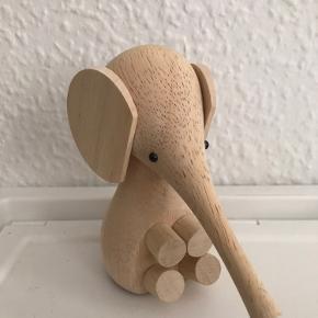 Lucie Kaas elefant, 11 cm i lys træ.  Har stået fremme i et par måneder, fejler ingenting 🌸 Fra ikke-ryger hjem